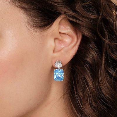 Cuelga Los Pendientes De La Piedra Preciosa Azul