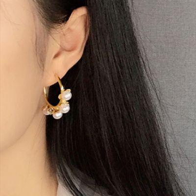 Pendientes de aro de corona de perlas