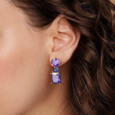 Cuelga Los Pendientes De Piedras Preciosas De Color Púrpura